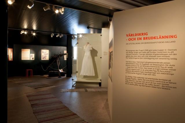 Utställningsdokumentation, Världskrig - och en brudklänning.